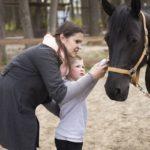 Лечение детей лошадьми